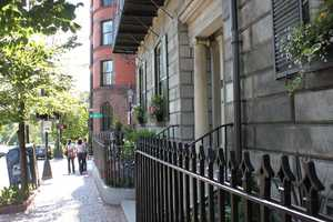 34.6% of Beacon Hill residents are married.