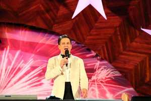 Keith Lockhart became the 20th conductor of the Boston Pops in 1995.  This is his 18th July 4th Esplanade concert.