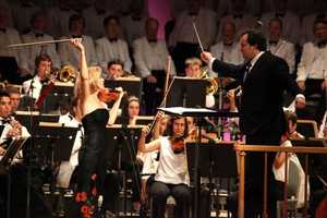 Andris Nelsons leading the Tanglewood Music Center Orchestra and Anne-Sophie Mutter.