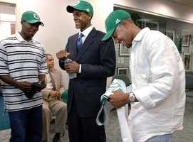 Rondo was drafted 21st overall by the Phoenix Suns in the 2006 NBA Draft. Phoenix then traded him to the Boston Celtics.