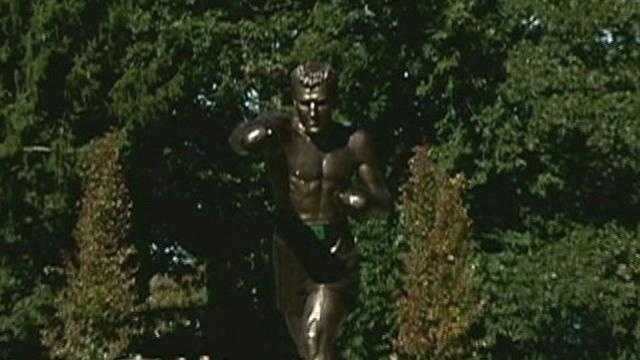 Statue of boxing great Rocky Marciano unveiled in Brockton