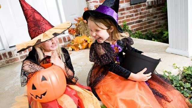 girls in Halloween witch costumes
