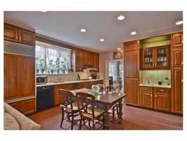 An eat-in kitchen.