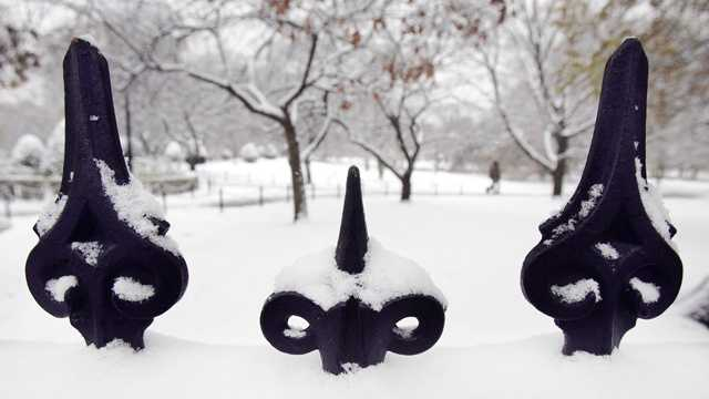 Snow on top of Boston common fence.jpg