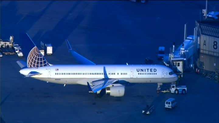 United Flight121 001