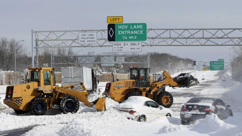 Long Island Expressway - Cars snowed in - 03.jpg