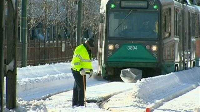 Gov. praises MBTA's work during, after storm