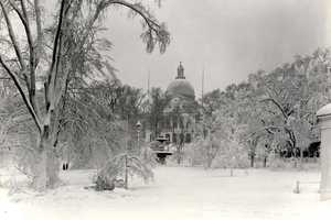 9) February 1899 - 30.2 InchesPictured here is Beacon Hill, after a snowstorm.