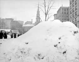6) February 1920 - 32.5 inchesThe biggest storm of the month dropped 17.3 inches of snow over the city of Boston.