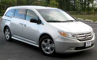 This roomy minivan is offered in a wide range of models, though even basic versions are well equipped and comfortable. The TrueCar national market average price of the 2013 Honda Odyssey LX is $27,801, 5.8 percent less than the MSRP.