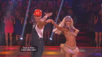Sean Lowe and Peta Murgatroyd performed the cha-cha.