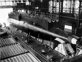 Featuring a cigar-shaped hull and nuclear propulsion, the 278-foot-long submarine could travel underwater for unlimited distances. It could dive deeper than earlier submarines. It was designed to be quieter, to avoid detection.