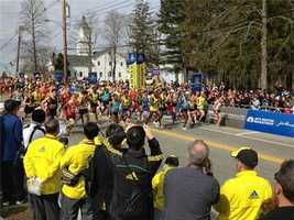 Elite men leave Hopkinton