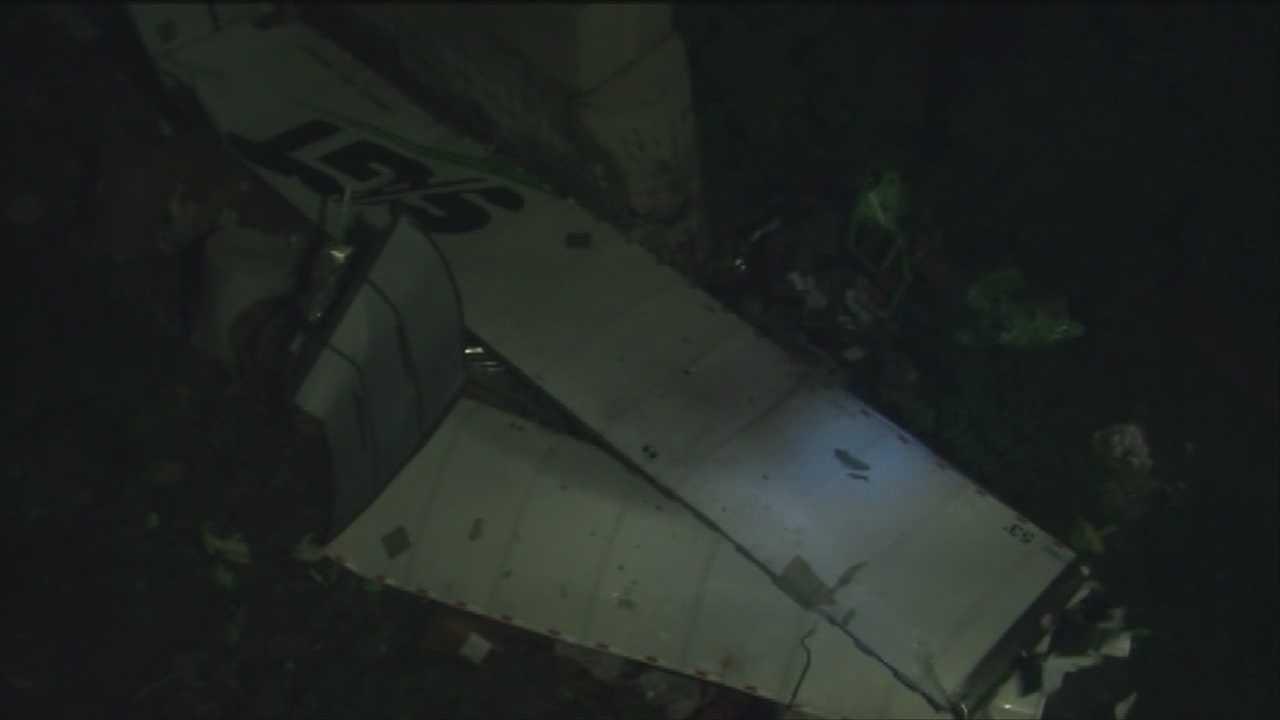 Tractor-trailer plummets off I-89 bridge