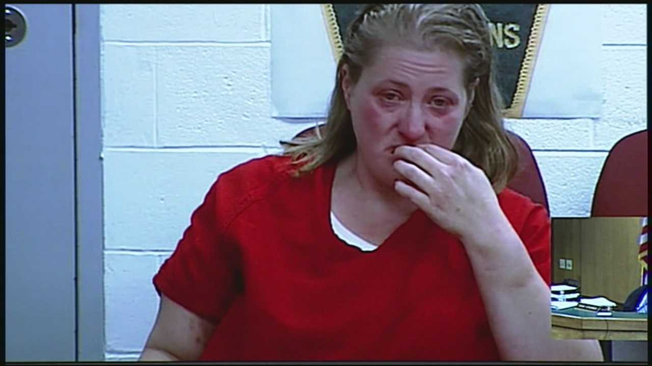 Derry mom arrested after leaving toddlers in hot car