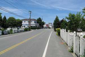 #91 In the Green Harbor section of Marshfield, the median income for men is $64,559. For women, it is $47,917. That is a difference of $16,642.