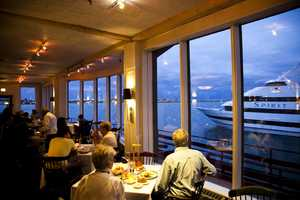 Guests would eat dinner beside the Boston waterfront and watch boats drive by them