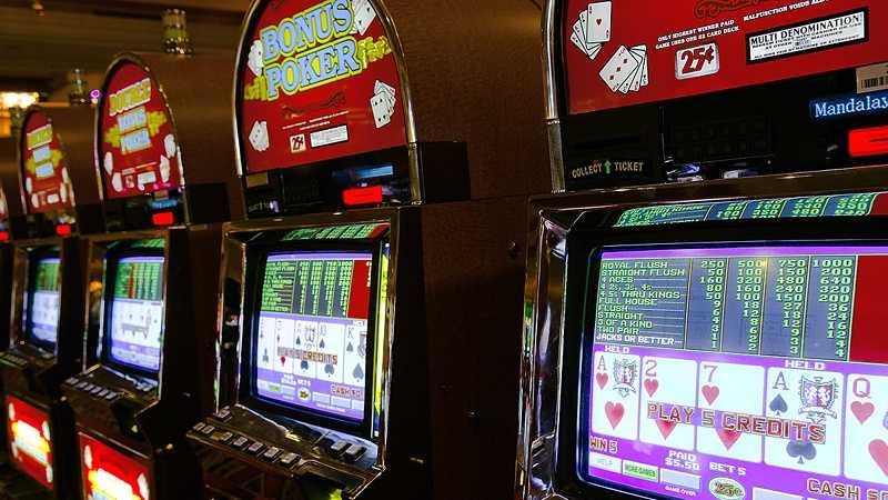 Casino Slot Machine 071213.jpg