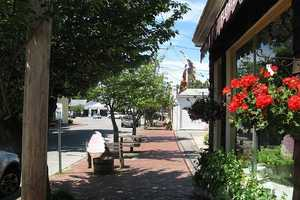 #2 In South Duxbury, the median income for men is $134,091. For women, it is $30,357. That is a difference of $103,374.