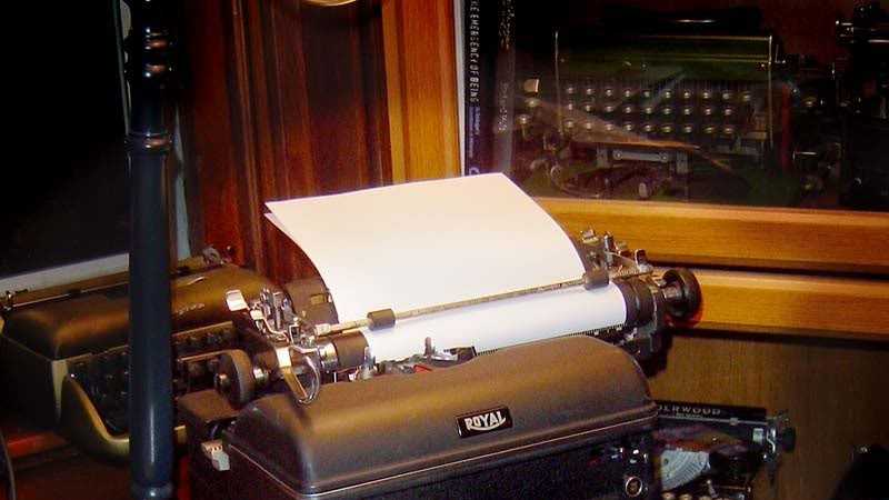 Old Typewriter.jpg