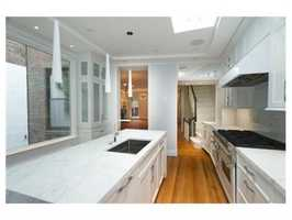 It has marble counter tops.