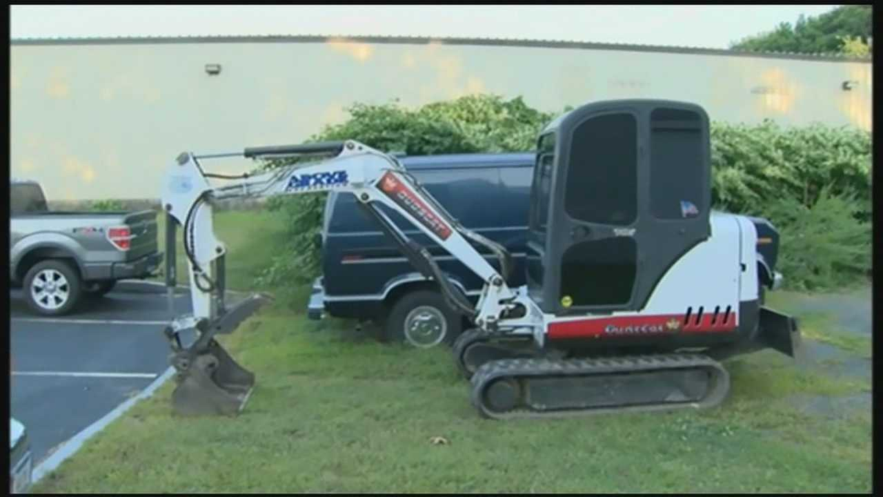 img-Man suspected of stealing bobcat heavy equipment from town