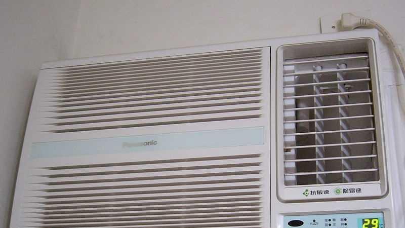 800px-Panasonic_aircon_CW-A56S2.jpg