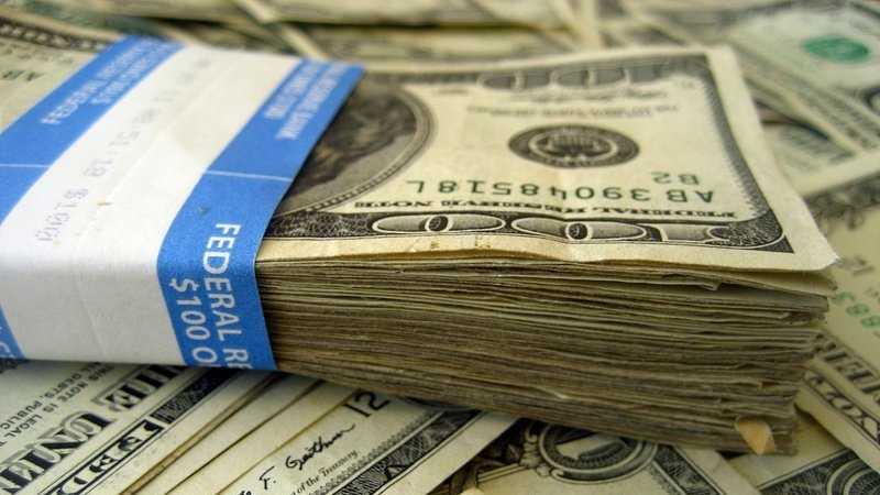 02-100 bills spread out 093013.jpg