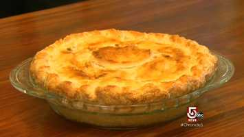 Traverso bakes a picture-perfect apple pie.