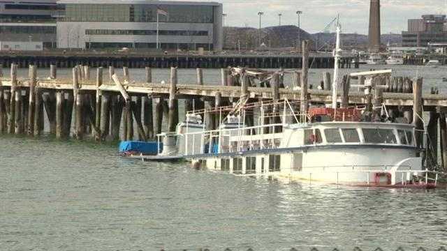 Boat sinks in harbor 102713