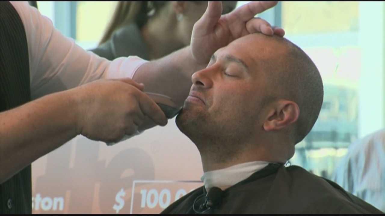 img-Red Sox stars David Ortiz Shane Victorino remove playoff beards for charity