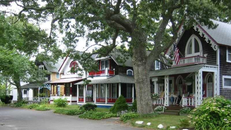 Oak Bluffs Massachusetts.jpg (1)