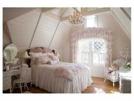 A lovely girl's bedroom.