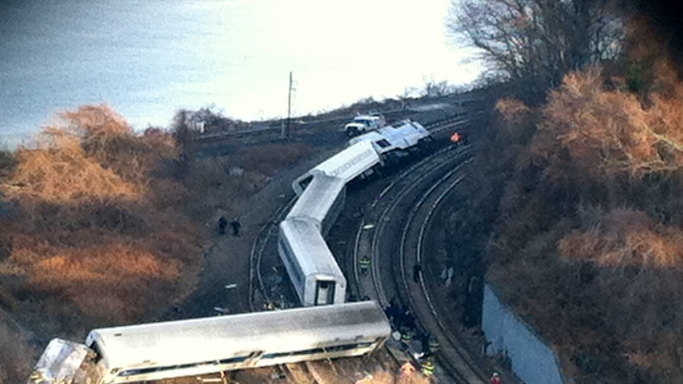 Metro North Spuyten Duyvil crash 120113 03.jpg