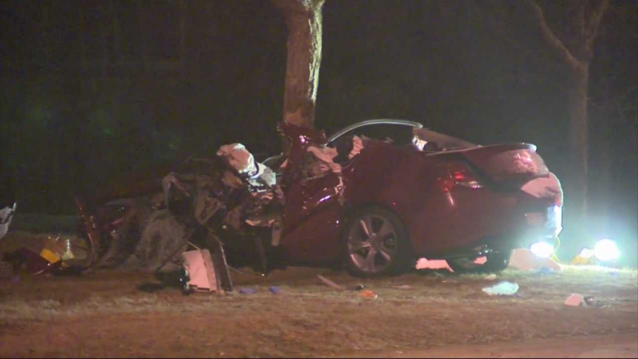 1 killed when car crashes into tree