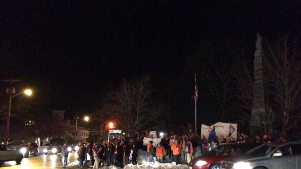 img-scott brown nashua protestors
