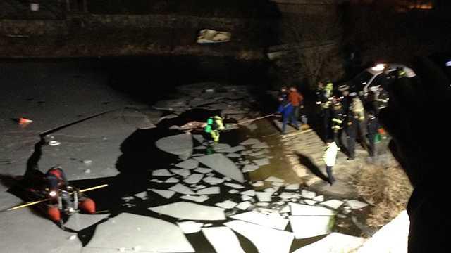 Car submerged in Lynn pond