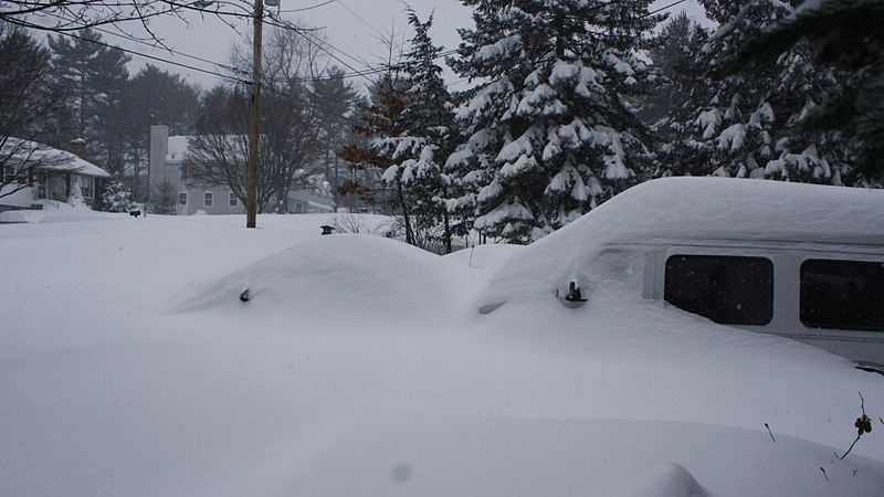 800px-Winter_Blizzard_2013_,Billerica_MA.jpg