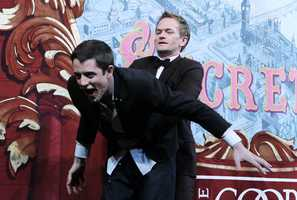 "The ""How I Met Your Mother"" star cast a few spells, saved someone's life and sang a jingle from ""Rent"" before being awarded the Hasty Pudding Theatricals' annual Pudding Pot."