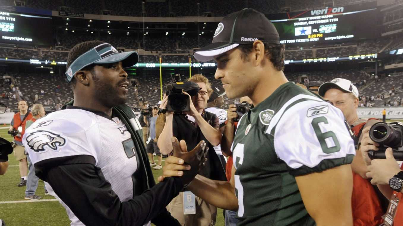 Michael Vick Mark Sanchez.jpg