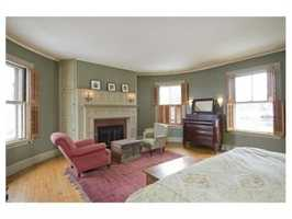 Ideal location, close to the D line and Brookline High School.