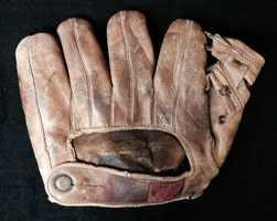 Fine Johnny Pesky professional model baseball glove c.1940s.
