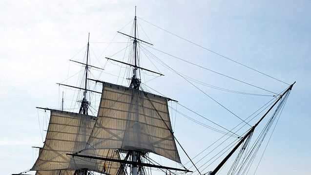 637px-USS_Constitution_underway,_August_19,_2012_by_Castle_Island_cropped.jpg