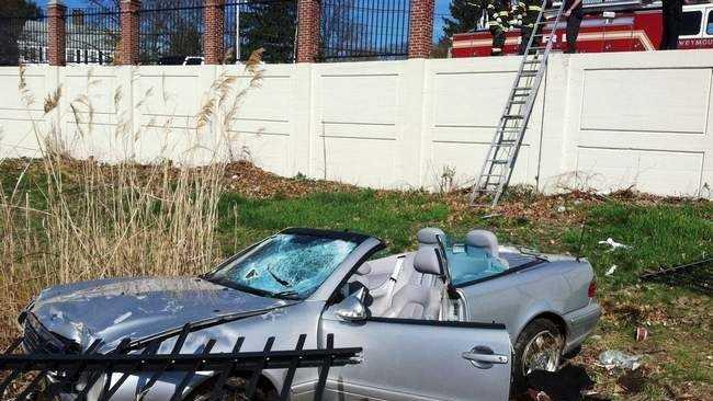 Mercedes crash 4.22