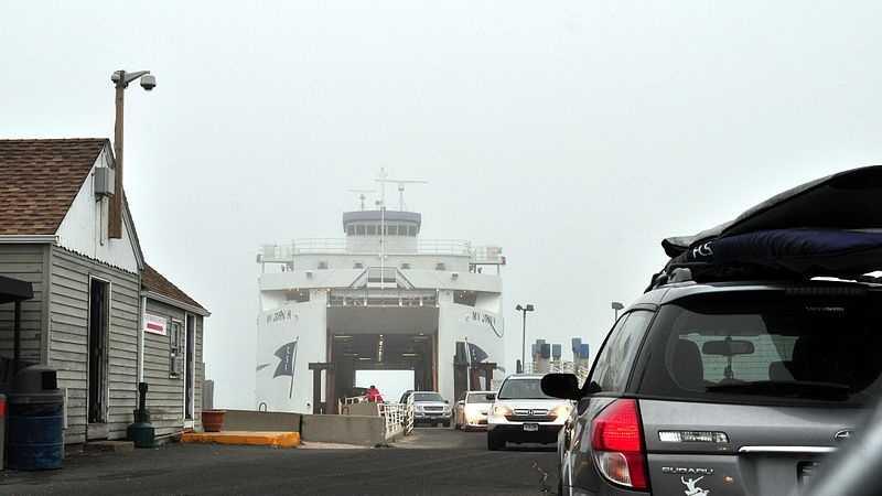 800px-MV_John_H_(Orient_Point_-_New_London_ferry)_(9363473886).jpg