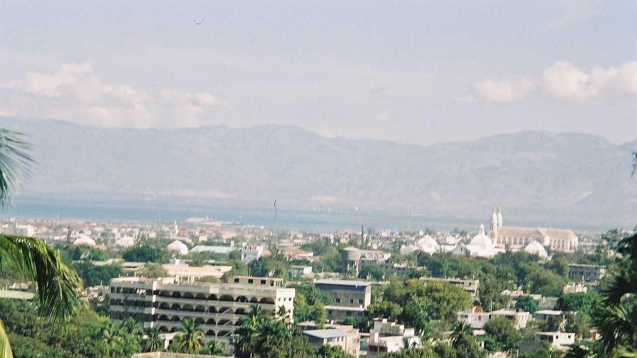 1280px-Port_au_prince-haiti.JPG (2)