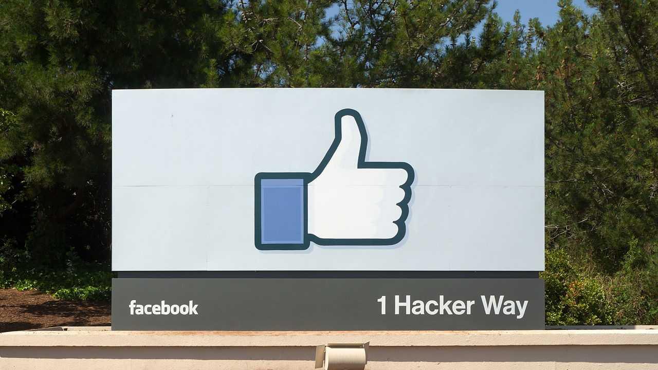 Facebook_Headquarters_Entrance_Sign_Menlo_Park.jpg