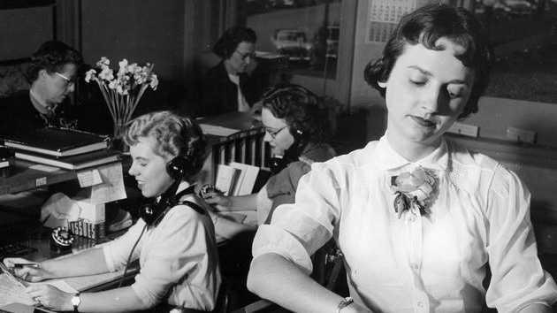 1950 woman office worker wisconsin.jpg