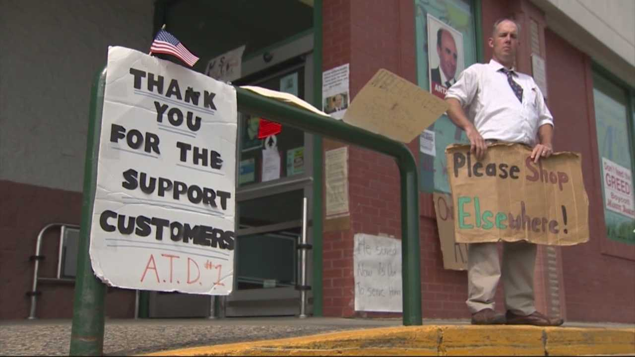 Customers join workers in Market Basket rally