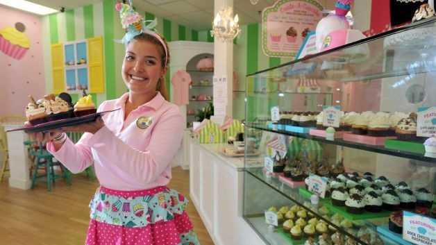 Taylor Stump Cupcakes 8.16